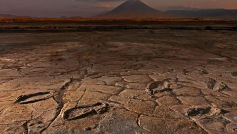 Descubren cientos de huellas de hace 20.000 años junto a un volcán