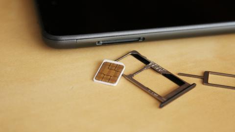 imagen de la bandeja SIM y micro SD del bq Aquaris U Plus