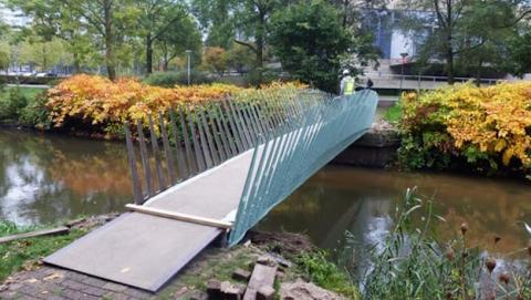 Nuevo biopuente peatonal abre en Holanda