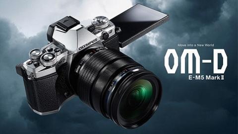 Olympus presenta nueva cámara y flash
