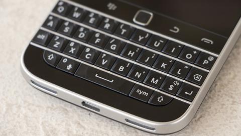 Nuevo Blackberry con teclado físico