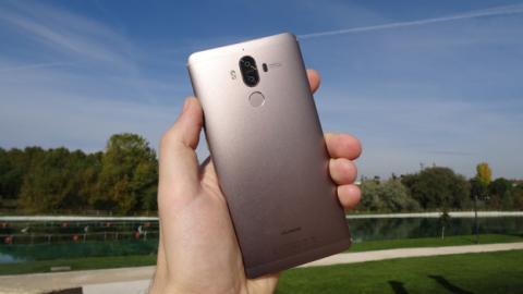 El Huawei Mate 9 en la mano