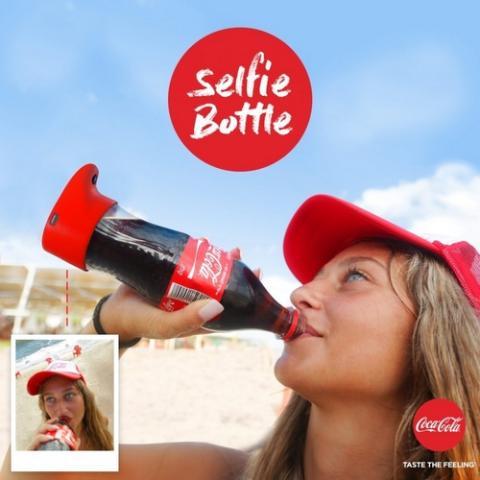 Esta botella de Coca Cola te hace selfies mientras bebes
