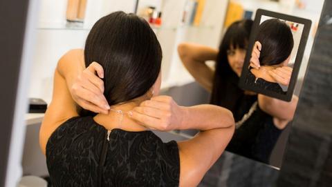 Este espejo inteligente también refleja tu parte posterior