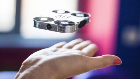 AirSelfie, el dron que parece un teléfono para tus selfies