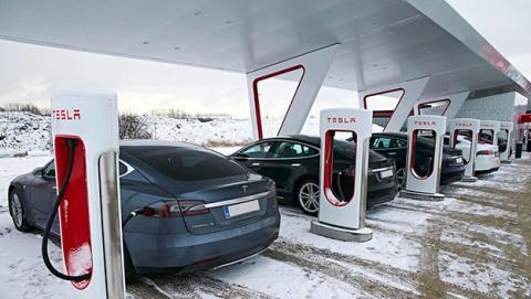 Cómo hackear un coche Tesla
