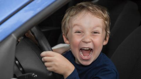 Niño protagoniza persecución policial