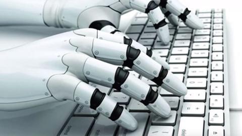 robot tecleando ordenador