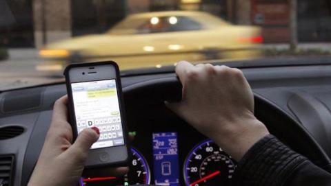 Limitar uso del móvil en el coche