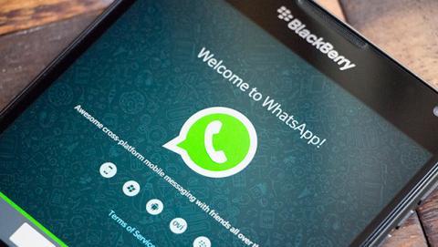 La Unión Europea carga contra la compra de WhatsApp por Facebook