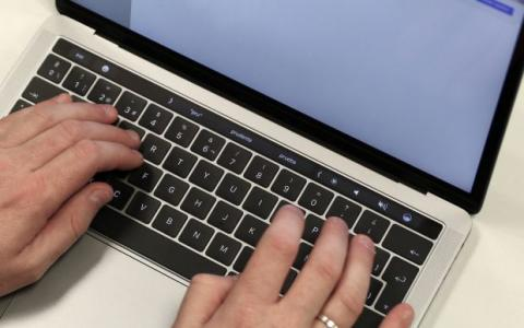MacBook Pro 13 con Touch Bar teclado