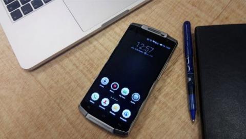 Un smartphone interesante gracias a la gran capacidad de su batería de 6.000 mAh con sistema de carga rápida.
