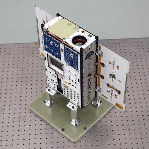 maqueta de satelite para minería espacial