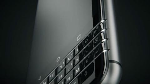 BlackBerry muestra su móvil Android con teclado físico