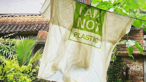 98e778461 Nuevas bolsas ecológicas están hechas de material comestible | Life ...