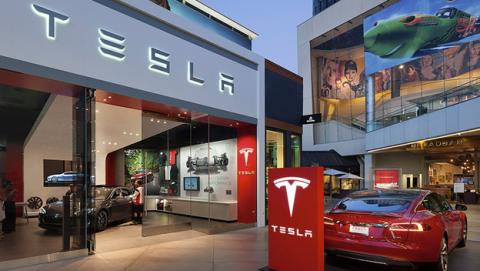 Tesla ha contratado al programador del lenguaje Swift de Apple