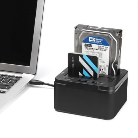 Conecta tus discos usando un Dock o un cable adaptador a USB