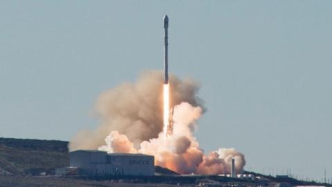 SpaceX pone en órbita el Iridium 1 y olvida la explosión del Falcon 9