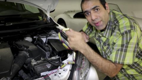 Cómo arrancar la batería del coche con unas pilas