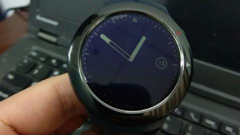 Aparecen imágenes del primer smartwatch de HTC con Android Wear