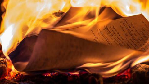 papel resistente agua fuego