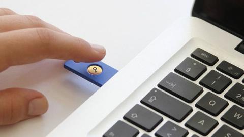 Ya puedes usar llaves de seguridad USB en Facebook