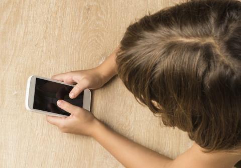 Cómo evitar que los niños se descarguen aplicaciones en el móvil