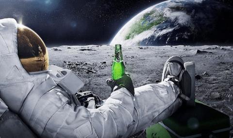 Explicamos por qué no está permitido el alcohol a los astronautas