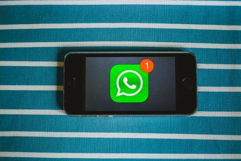 Los 7 peligros que corres con los nuevos estados de WhatsApp