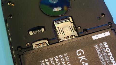 Detalle de lo que se ve cuando quitas la carcasa del Moto G5