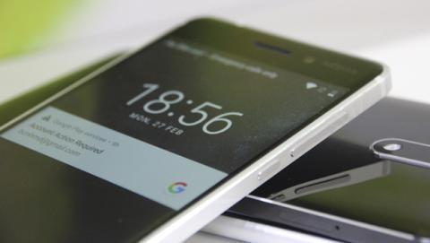 Los acabados del Nokia 5 combinan una carcasa de plástico con unos laterales de metal