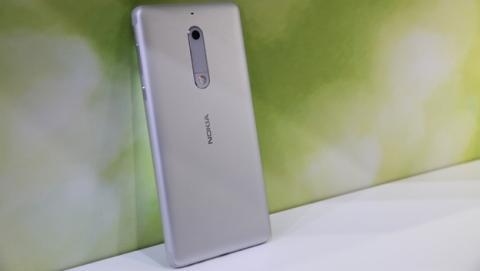 El Nokia 5 es un móvil que se diferencia frente a sus alternativas por su diseño