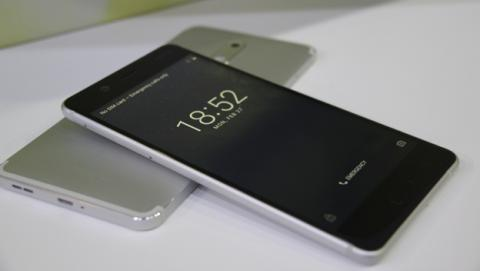 La parte frontal del Nokia 5