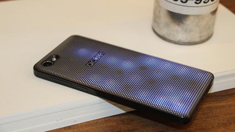 eL nuevo Alcatel A5 LED es un smatphone Android muy asequible