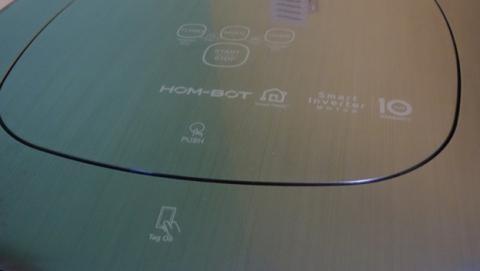 La tapa que contiene los botones táctiles del robot