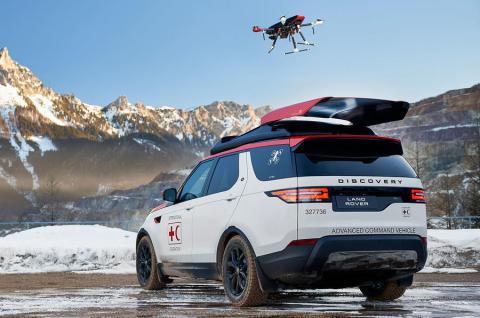 Land Rover presenta el coche que incorpora un dron en su techo