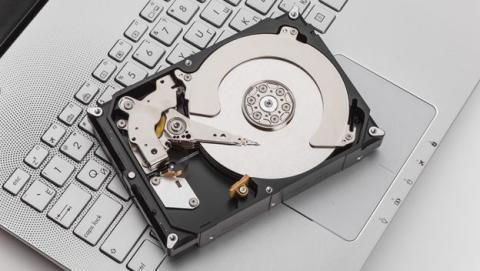 IBM convierte un sólo átomo en un disco duro