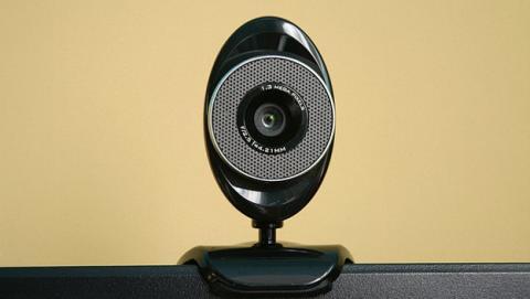 Un hacker te podría espiar a través de tu webcam con WiFi