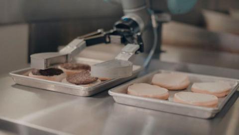 robot cocina hamburguesas