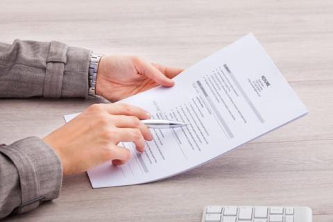 Las 10 frases que deberías eliminar de tu currículum ahora mismo