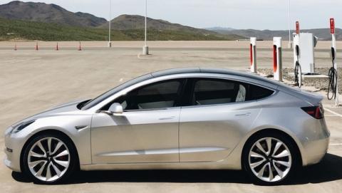Este es el Tesla Model 3 versión final, el Tesla que podrás pagar