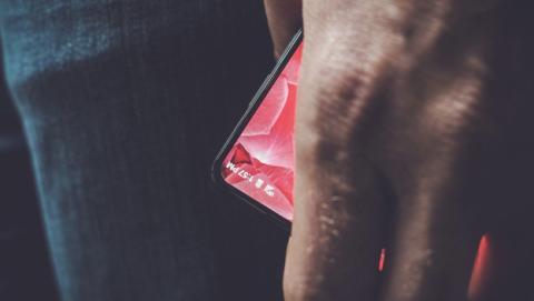 Andy Rubin muestra un adelanto de su primer móvil para competir contra Google