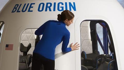 Interior de la nave de Blue Origin que hará el primer vuelo comercial al espacio
