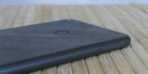 El lector de huellas de este móvil Lite funciona tal y como debería, y además es bastante rápido