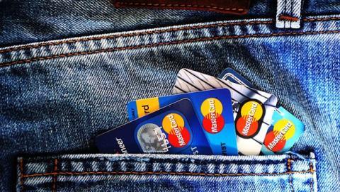 Robo de tarjeta de créditos al comprar videojuegos online.