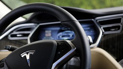 Tesla revisa 53.000 coches por problemas en los frenos