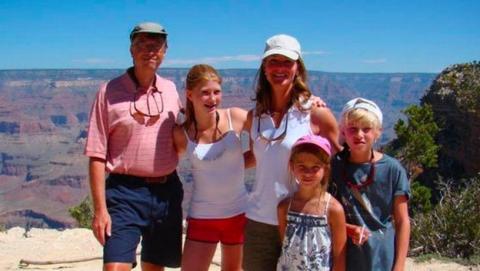 Bill Gates prohibió el móvil a sus hijos hasta los 14 años