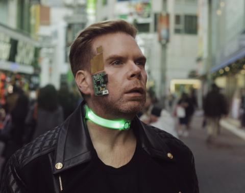 Así es Chris Dancy, el hombre más conectado del mundo