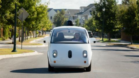 El de Google podría ser el primer coche autónomo a la venta.