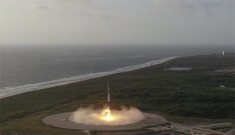 El aterrizaje del Falcon 9 que ha enviado un satélite militar al espacio